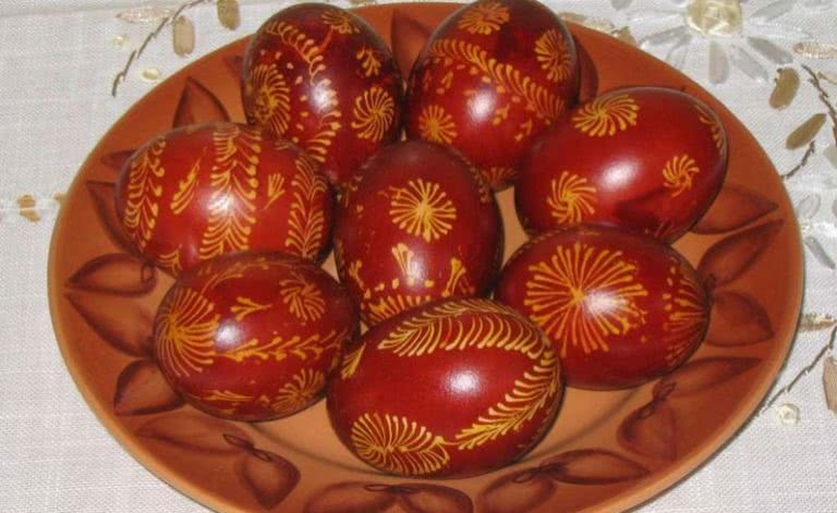 http://kururu.ru/wp-content/uploads/2017/12/jajca-na-Pashu-krasnye-768x471.jpg