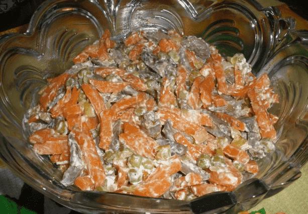 """Салат """"Столичный"""" с куриными сердечками и картофелем"""