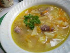 Суп из куриных сердечек с картофелем, зеленью и сметаной
