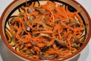 Блюда из куриных желудков - салат с морковью по-корейски