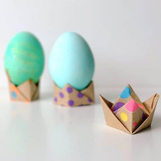 Поделка на Пасху из бумаги: подставка для яиц
