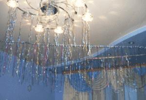 Новогоднее украшение потолка дождиком