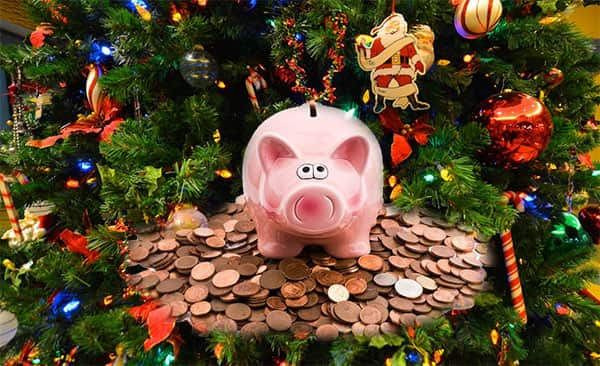 В Год Свиньи подходящее украшение для ёлки - свинья-копилка