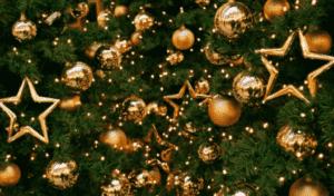 Украсить ёлку в Год Жёлтой Свиньи (Кабана) можно в жёлтой и золотистой цветовой гамме