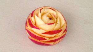 Нарезка яблок красиво: роза