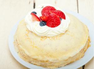 Из тоненьких блинов получаются вкусные блинчатые пироги