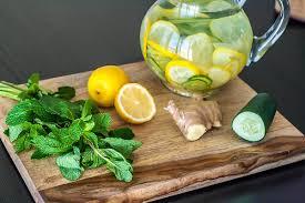 Лимонная вода Сасси: готовится с мятой, имбирем и огурцом