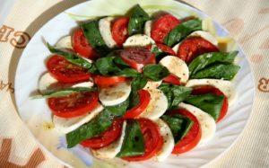 Как красиво нарезать помидоры для сырной тарелки