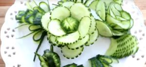 Красивая нарезка овощей: цветок из огурца