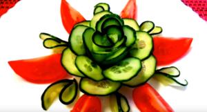 Как красиво нарезать огурцы и помидоры: цветок для салата