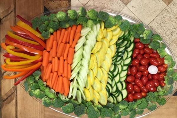 Как красиво разложить овощи на тарелке (в форме рыбки): фото