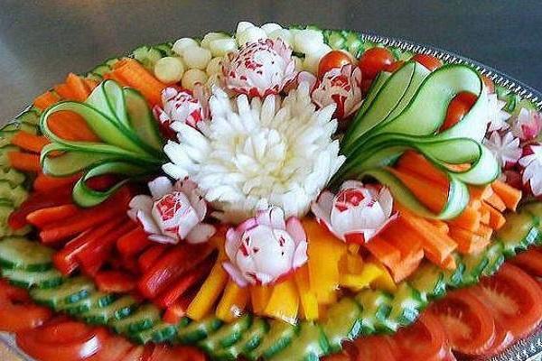 Как красиво разложить и сервировать овощи: фото