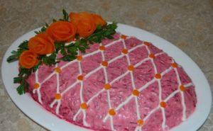 Как можно украсить салат под шубой к Пасхе