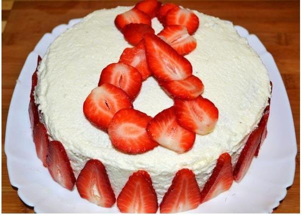 Как клубникой украсить торт к 8 марта